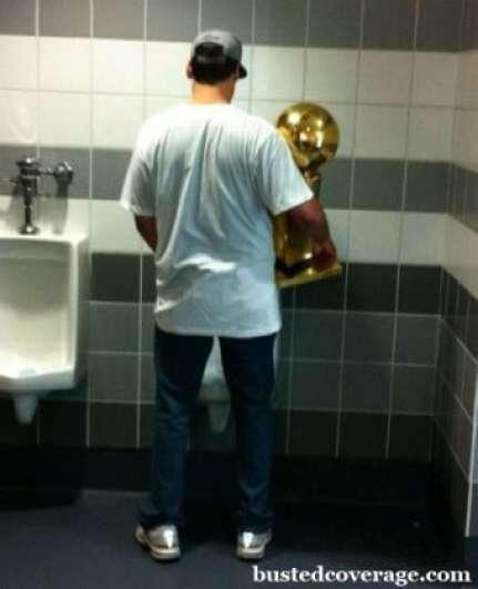mark-cuban-peeing-trophy