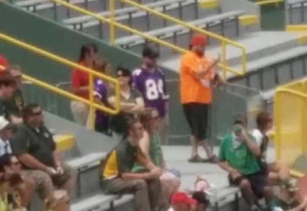 vikings-fan-packers-meeting