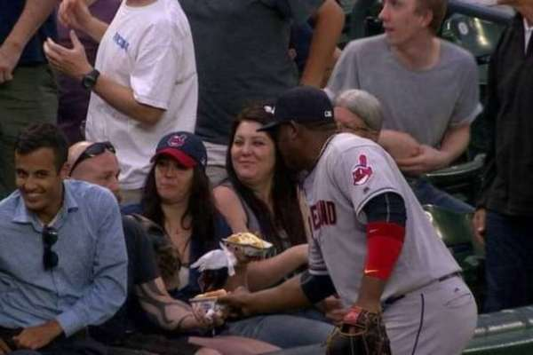 juan-uribe-hot-dog