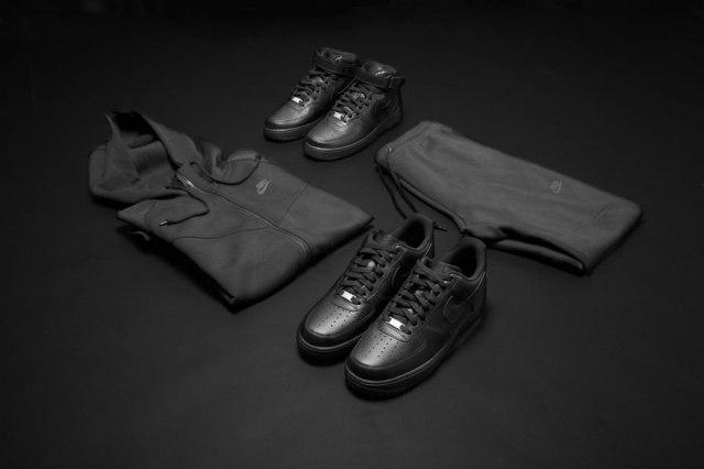 RS71105_Foot Locker Triple Black Men (21)-scr