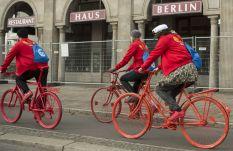 adidas-supercolor-superstar-bike-tour-berlin-pharrell-williams-13