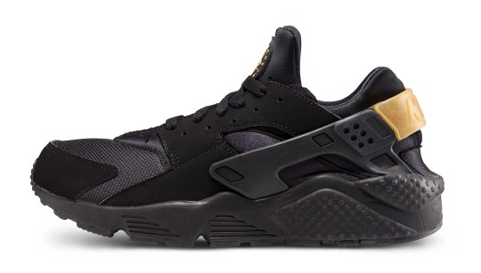 nike-huarache-run-black-gold-sneaker