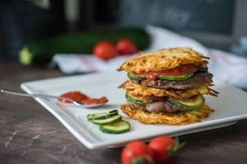 fit-taste-fittaste-beef-burger-mit-Kartoffel-Roesti_Teller-3