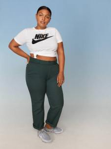 Nike-Plus-Size-Collection-Sportbekleidung-Paloma_Elesser_67019