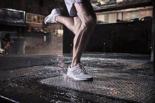adidas-PureBOOST-DPR-Herren-Laufschuhe-Maenner-Action-6