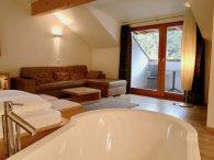 Lanerhof_winkler_hotel_pustertal_Suedtirol_wellness_urlaub_familienhotel_test_kronplatz_outdoor_berge_01_suite