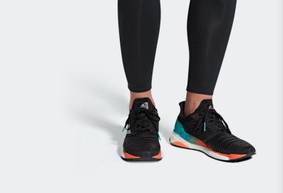 adidas-solarboost-vorne-beine-laufschuh-herren-test