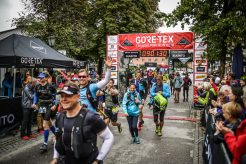 transalpinerun-run2-etappe-1-Garmisch-Partenkirchen-Nassereith-Alpen-Blogger-Trailrunning-3-gore-tex-start