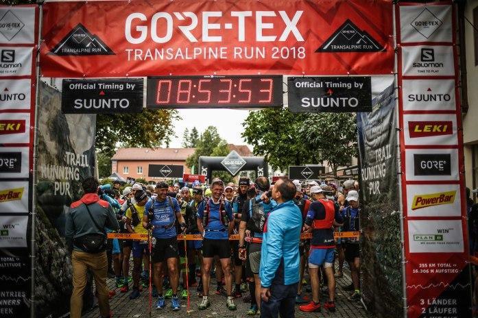 transalpinerun-run2-etappe-1-Garmisch-Partenkirchen-Nassereith-Alpen-Blogger-Trailrunning-8-start-gore-tex