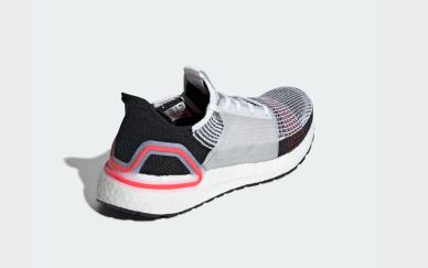 adidas-ultraboost-19-test-erfahrungen-2019-laufblogger-seite-diagonal-hinten