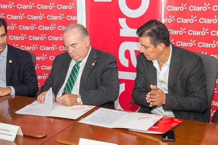 Firman contrato de patrocinio para el Panamá Claro Championship 2017, parada del Web.com Tour