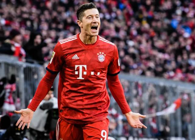 Lewandowski equals Raul's UCL record, now only behind Messi and Ronaldo
