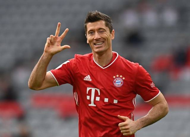 Lewandowski became the third player to score 250 goals in the German League