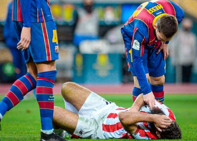 Messi checked the pulse of Bilbao's player after committing the foul