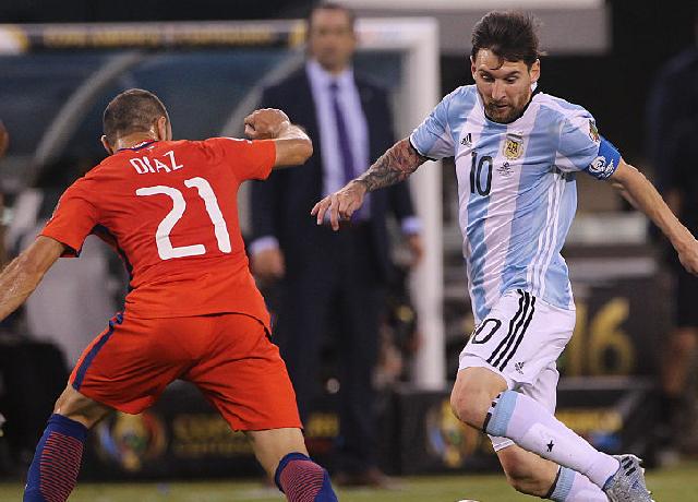 Alexis Sanchez' goal saves Chile; Messi paid tribute to Maradona
