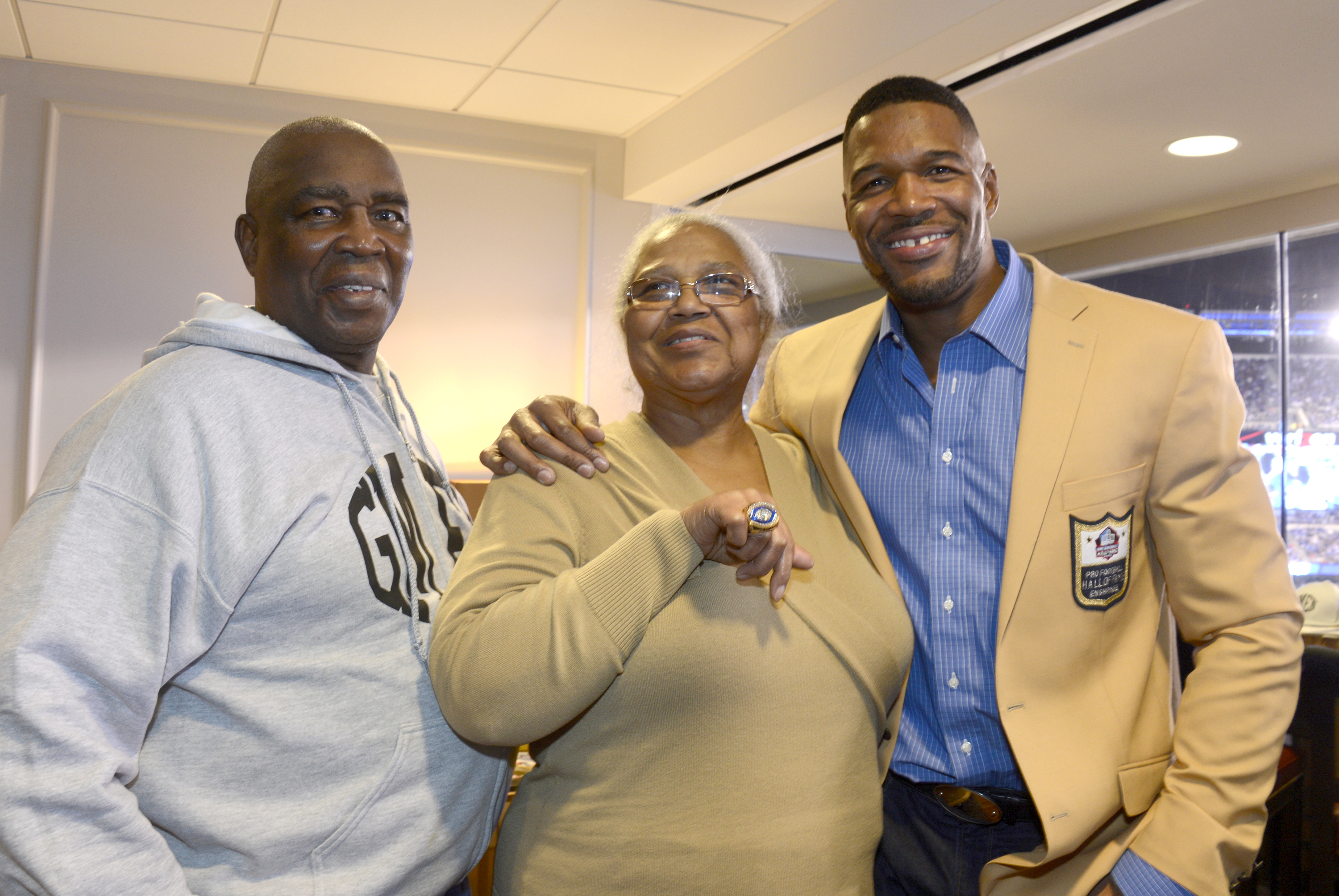 Michael Strahan with his father, Gene, and mother, Louise