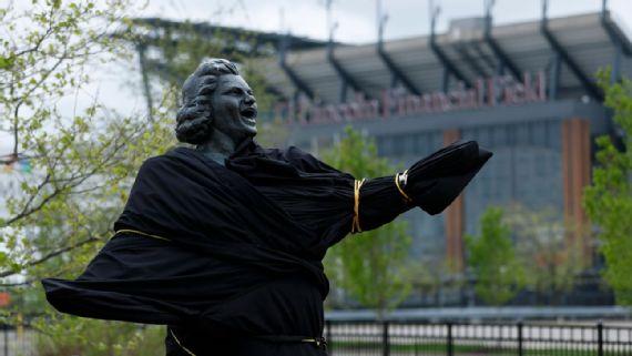 Philadelphia Flyers Remove Kate Smith Statue Outside Stadium
