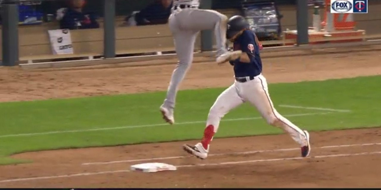 Twins Marwin Gonzalez Took a Flying Knee to the Head on a Play at First Base