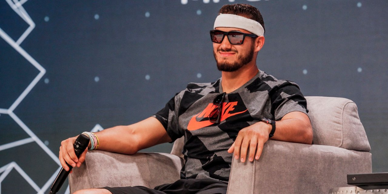 Jim McMahon Gifted Mitch Trubisky a Headband and Sunglasses at the Bears 100 Celebration
