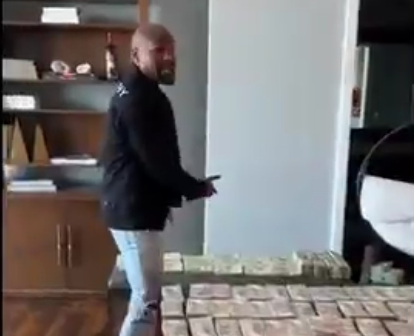 Floyd Mayweather Celebrated July 4th With $2 Million in Cash
