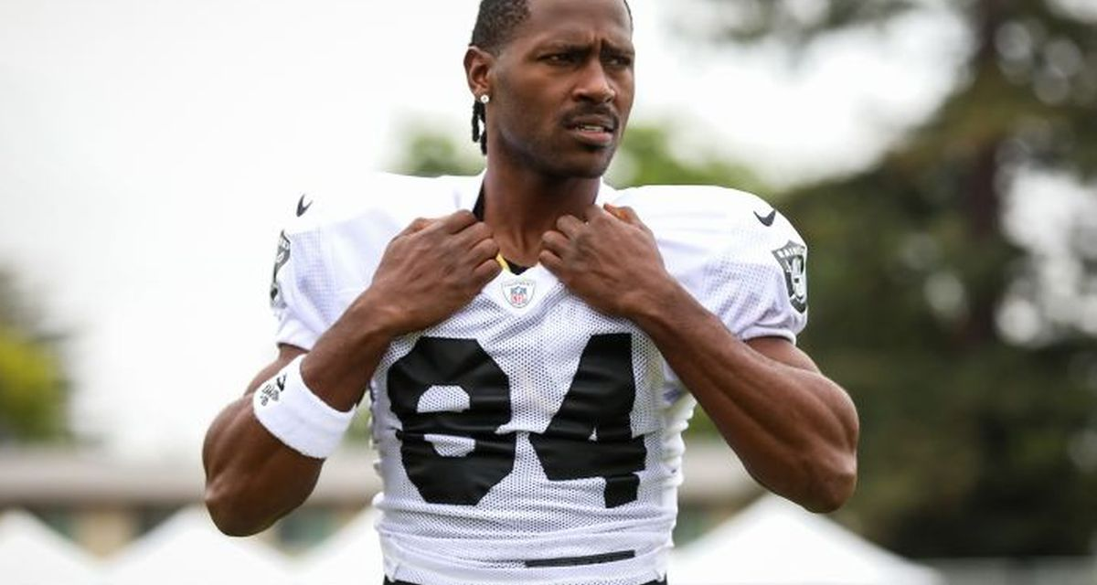 """Antonio Brown Shared a Disgusting Look at His """"Sore Feet"""""""