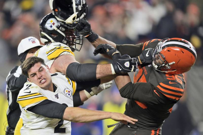 Here's the Breakdown of the NFL Punishing 33 Players for Steelers-Browns Fight