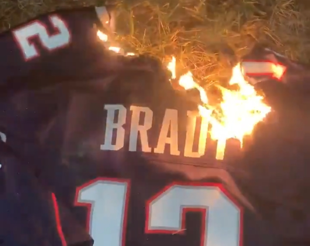 Patriots Fans Burn Tom Brady Jerseys After Wild Card Game Loss to ...