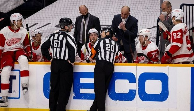 NHL probing ref's hot-mic call on Preds penalty