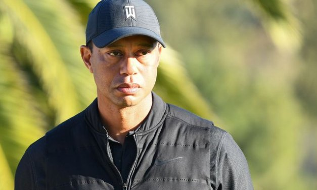Tiger smiling, on crutches in first pic since crash