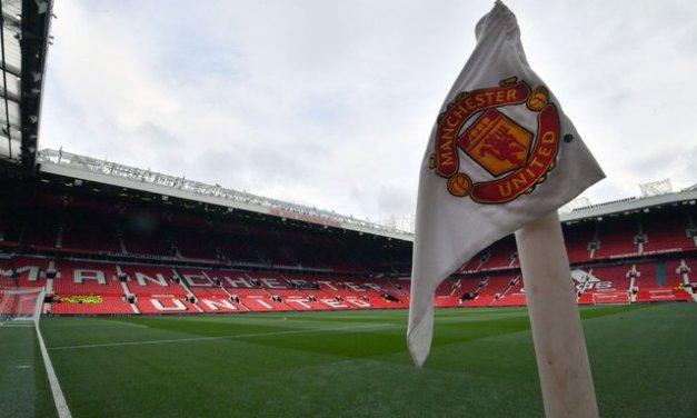 Man United fans invade field; game start delayed