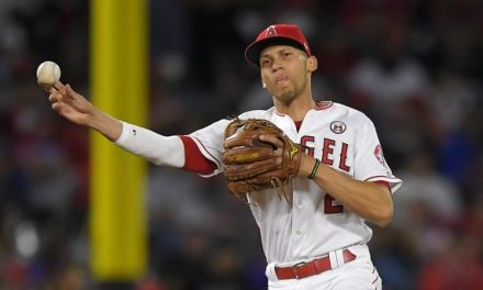 Angels' Shortstop Andrelton Simmons Sprains Ankle on Dugout Steps