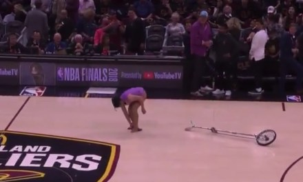 Red Panda Fell During Her Halftime Performance at Game 3