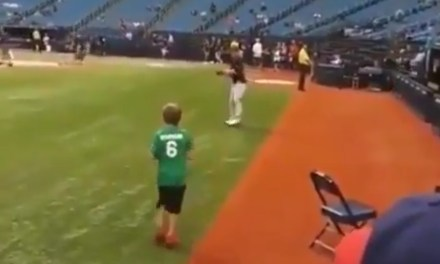 Josh Donaldson Played Catch With a Kid Before Friday Night's Game