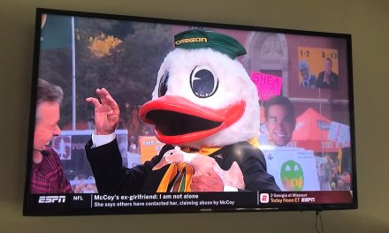 Lee Corso Used a Live duck to Pick Oregon over Stanford and It Pooped On Him