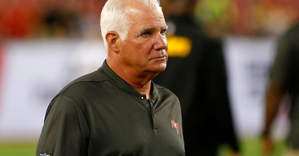 Buccaneers Reportedly Fire Defensive Coordinator Mike Smith