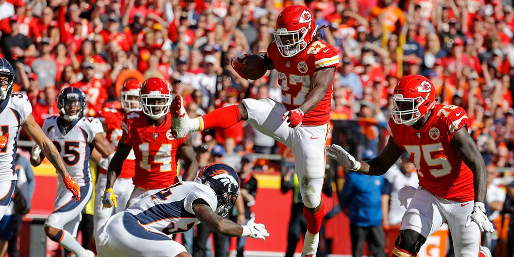 Kareem Hunt Hurdled Another Defender on an Unreal Touchdown Run