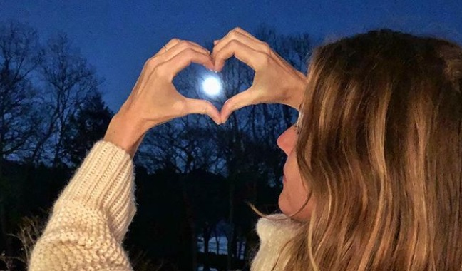 Gisele shared a Message in honor of the Super Blue Blood Moon