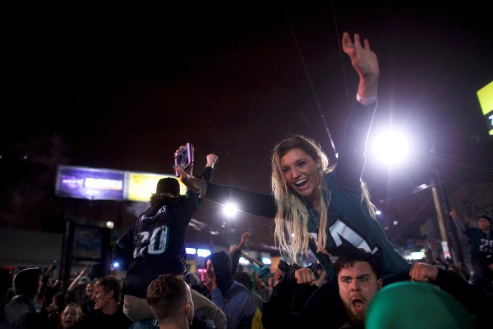 Philadelphia Eagles fans Burn Cars in Celebration
