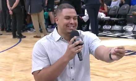 Magic Fan Proposed to his Girlfriend During Valentine's Day Game