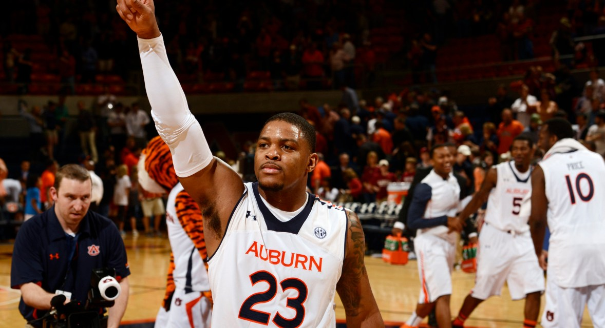 "Auburn Players Took Money from a Fan Chanting ""FBI"" After Loss to Florida"