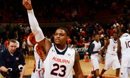 """Auburn Players Took Money from a Fan Chanting """"FBI"""" After Loss to Florida"""