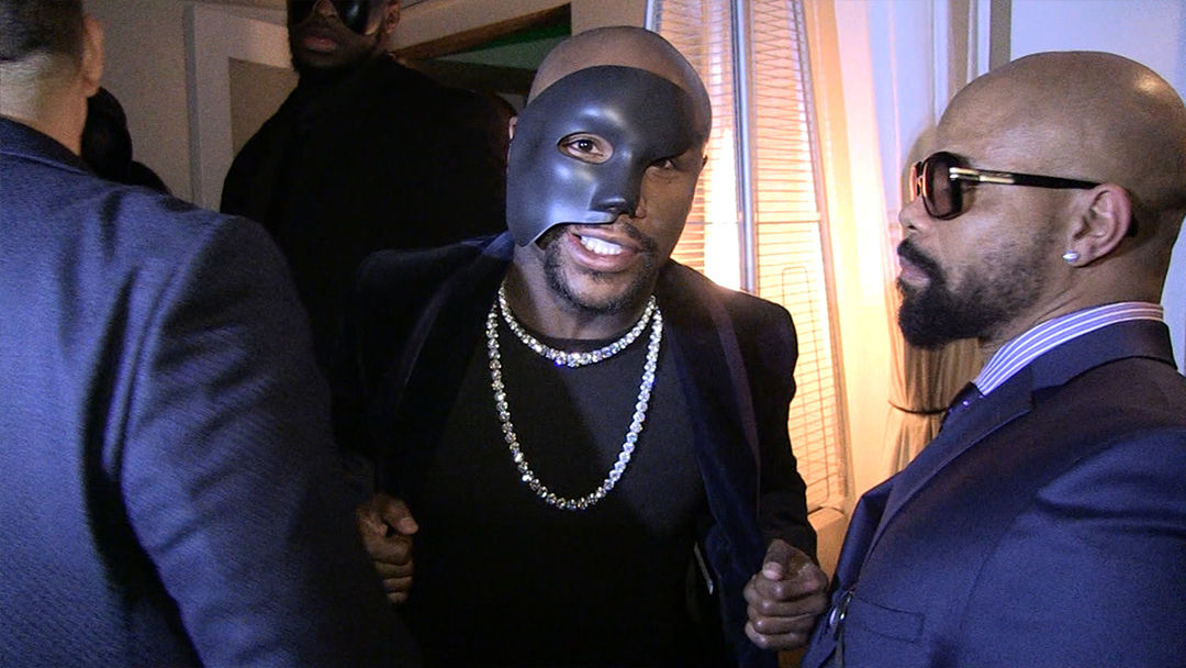 Floyd Mayweather & A Busload Of Women Arrive To His 50 Shades of Grey Party