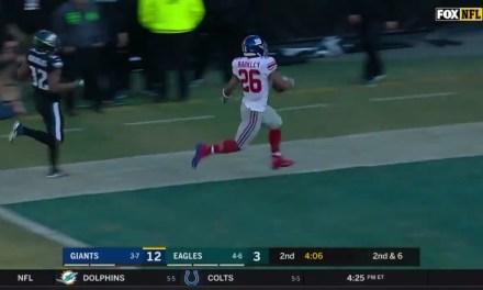 Saquon Barkley Gashes the Eagles Defense on a 51 Yard Touchdown Run