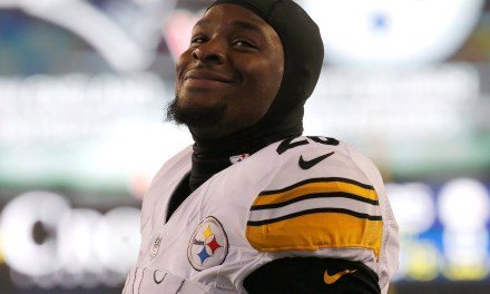Le'Veon Bell Likes a Post Showing the Final Score of the Steelers Loss to the Raiders