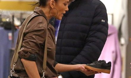 A-Rod and J-Lo Do Some Last Minute Christmas Shopping