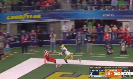 Clemson's Tee Higgins Makes an Incredible One-Handed Touchdown Catch at the End of the First Half