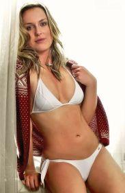 Lindsey-Vonn-white-bikini_MTYxNjk1OTA4OTczOTEzMzkw