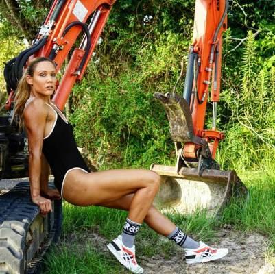 Lolo-Jones-hot-thighs-1_MTYxOTQ3MjEwNzMxMzAwNDc3