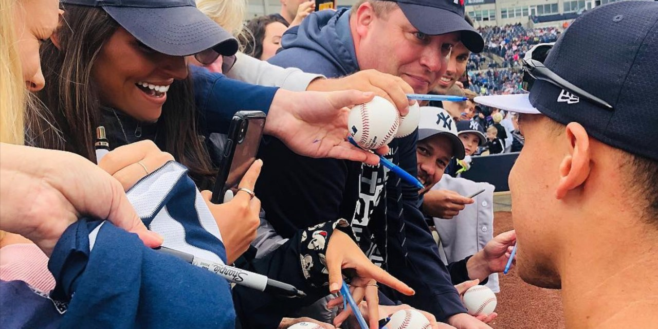 Aaron Judge Getting a Little Too Friendly Signing Autographs