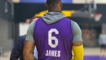 LeBron James changes his jersey number to 6 for the 2021-22 season